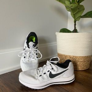 Nike Zoom Vomero running Shoes
